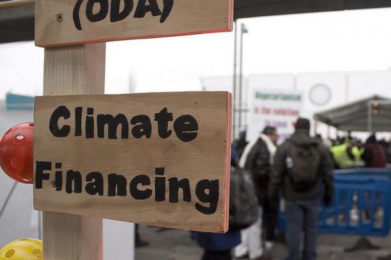 Klimaatfinanciering moet ervoor zorgen dat landen zich zowel aan de effecten van klimaatverandering kunnen aanpassen (adaptation), als zorgen voor oplossingen om de broeikasgassen te verminderen en klimaatverandering tegen te gaan (mitigation). (CC BY-NC-ND 2.0)