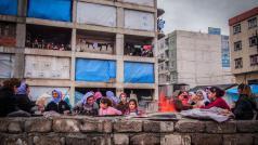 Duizenden mensen in Noord-Irak leven in verlaten gebouwen of gebouwen in aanbouw. Met zeil en karton proberen zij de ijzige wind buiten te houden. © Gabrielle Klein/MSF