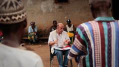 Michel Van Herp aan het werk in Guinee