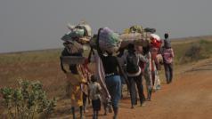Vluchtelingen op weg van Bentiu naar Leer in Zuid-Sudan © Jean-Pierre Amigo