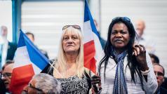 Twee Front National-aanhangers tijdens de 1 mei-viering © Jurgen Augusteyns (www.jurgenaugusteyns.com)