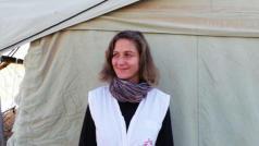Klinisch psychologe Charlotte Yence in een vluchtelingenkamp voor Syrische vluchtelingen in Irak.