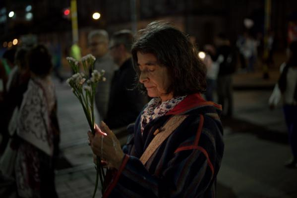 De Colombianen stappen in stilte voor de vrede in Bogotá. 05-10-2016