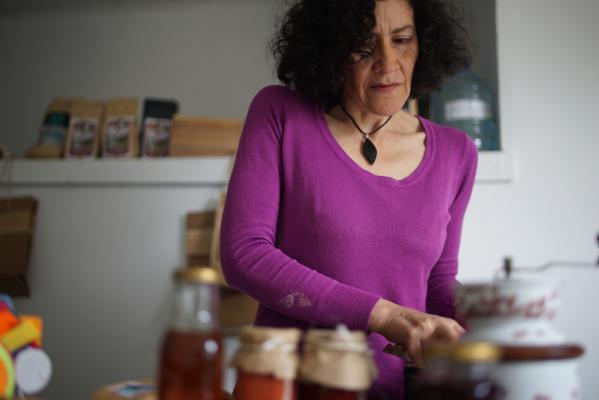 Liliana Monica Flores heeft haar eigen winkeltje waar ze lokale producten verkoopt