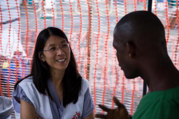 Joanne Liu aan het werk in Liberia tijdens huidige ebola-uitbraak