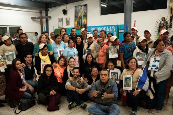 Moeders trekken door mexico op zoek naar verdwenen for Mural de la casa del migrante analyse