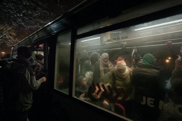 30 janvier 2016 – Les réfugiés se mêlent à la population locale, déguisée à l'occasion du carnaval. © Ans Brys