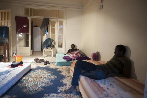 Een blik achter de gesloten gordijnen van de sans-papiers - MO ...