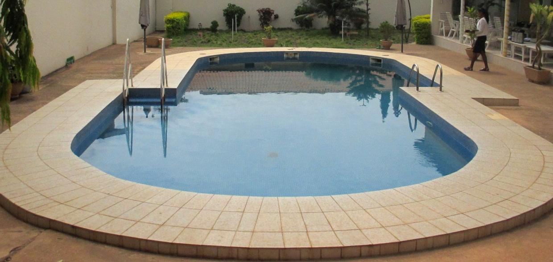 Het expatleven als spel deel 1 mo for Zwembad spel