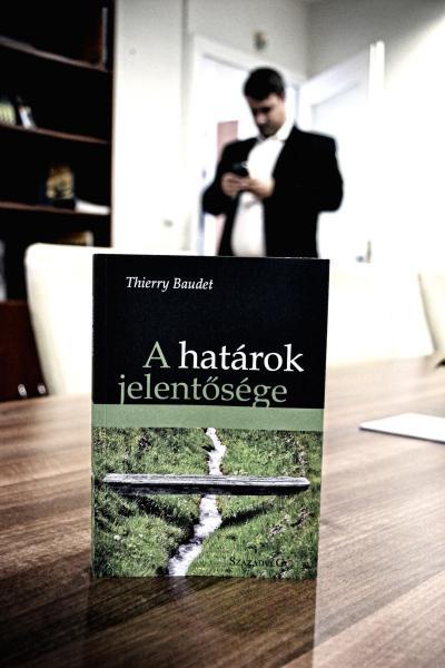 In hongarije toont orb n hoe elitair de strijd tegen de elite is mo magazine - Groen baudet meisje ...