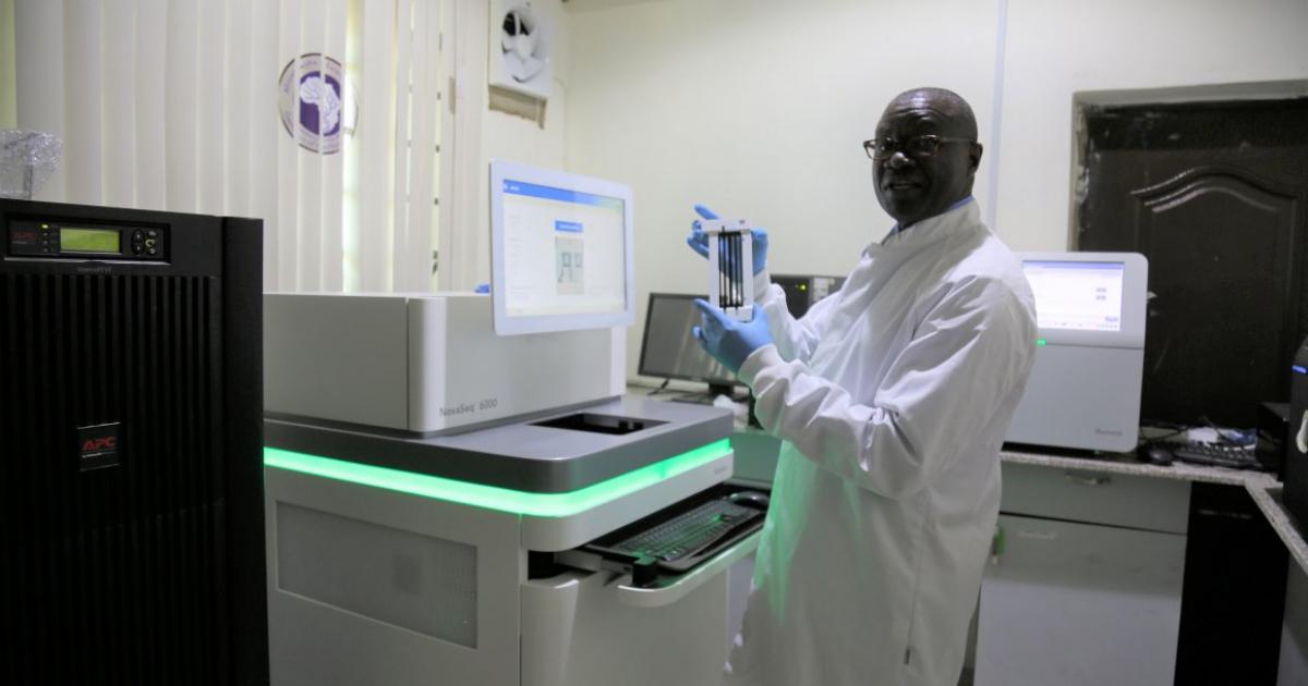 Deze bioloog ontwikkelt een vaccin voor Afrika (want wij kopen alles op) - MO